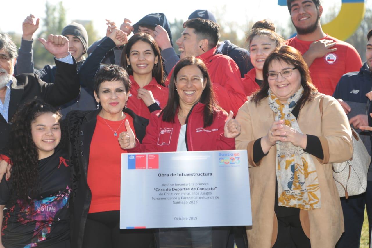 Delegación  de lucha olímpica participa en actividad «Hito de la casa de los  deportes de combate», junto a la Ministra del Deporte Pauline  Kantor.